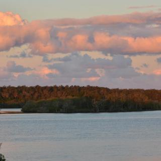 Near & Far Yamba Lodge Sleeps 10